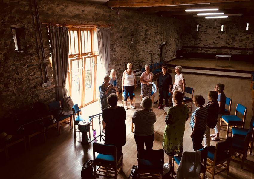 heart-and-singing-retreat-at-bishop-bulley-barn-1-w960