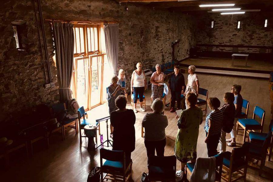 heart-and-singing-retreat-at-bishop-bulley-barn-w960